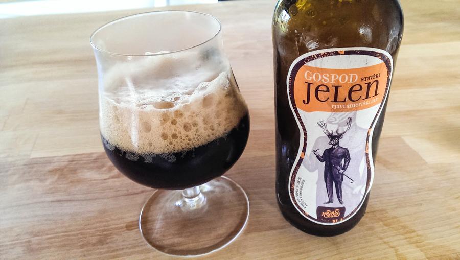 Temno aromatično pivo s lepo postavo, pri nas smo ga poimenovali kar g. Jelen