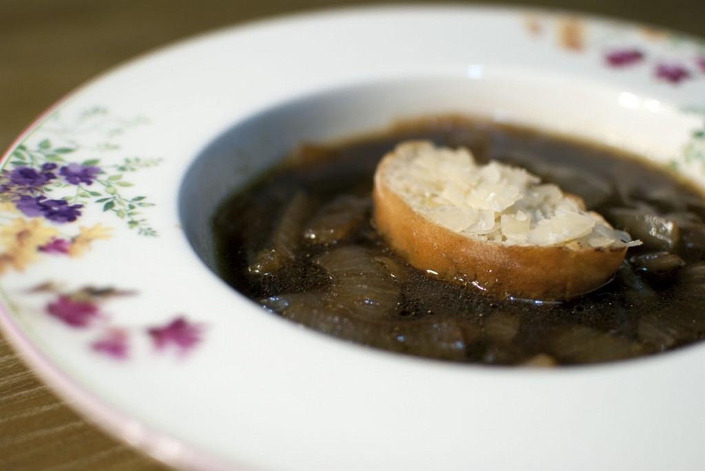 cebulna-juha-s-pivom-3-pivopis