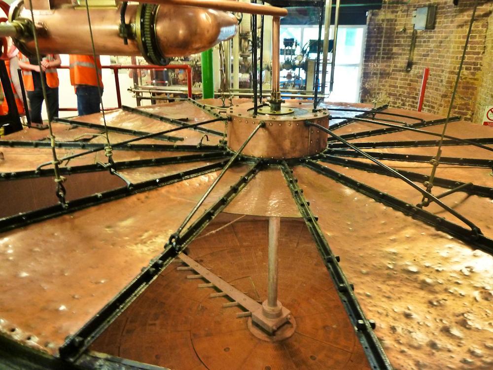 Drozgalnik ki so uporabljali od 1863 do 1993, se nahaja takoj ob vhodu v pivovarno.