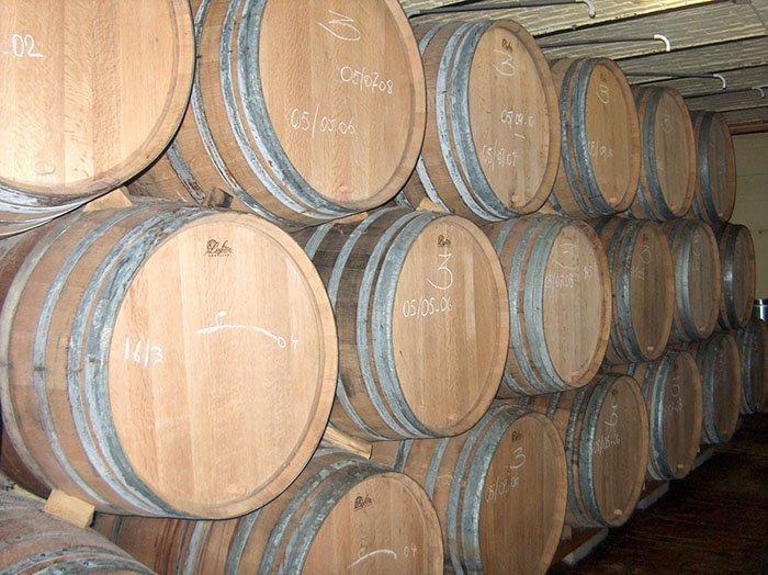 Kisla piva se tradicionalno starajo v lesenih sodih