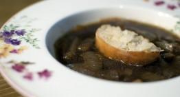 Čebulna juha s pivom