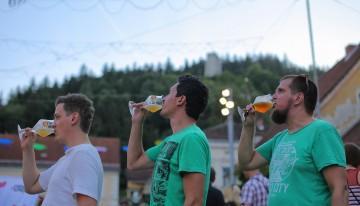 """10 nasvetov, kako """"preživeti"""" festival piva"""